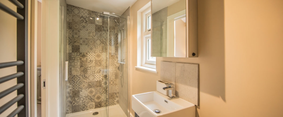 Ensuite bathroom Lake House holiday Wales