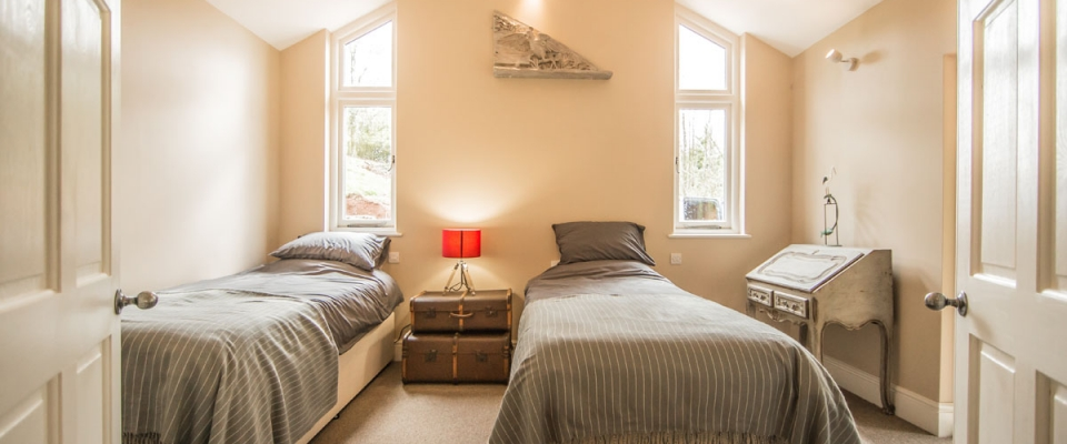 Twin bedroom sleeps 6 holiday home Wales