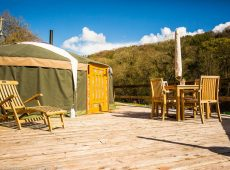 Yurt 4 large deck lots of sun glamping