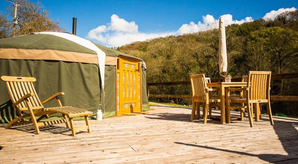 Yurt 4 large deck lots of sun glamping